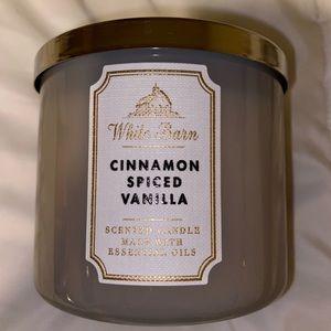 Cinnamon spiced vanilla ✨ 3wick candle ✨